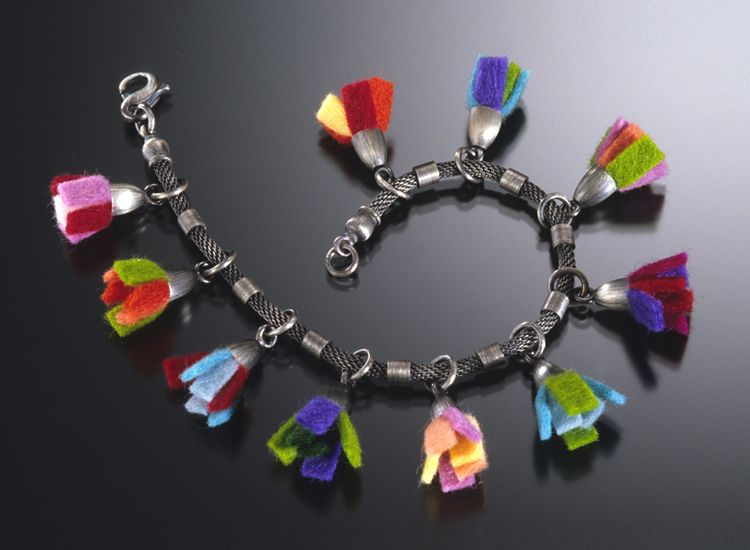 A Few Tips and Tricks for Picking Up Beautiful Beaded Jewellery